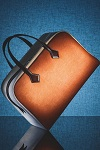 >Hermes дрогнул: французский люксовый бренд неожиданно выпускает первую сумочку из веганской кожи, сделанную из грибов