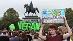 >Кёльн: вега́ны маршируют в Германии, чтобы «дать животным голос»  | ВИДЕО