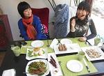 Жестокости в мире станет меньше? Аппетит Китая к мясу угасает по мере того, как наступает веганская революция. The Guardian